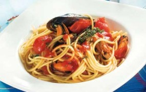 spaghetti uova di tonno e pomodorini
